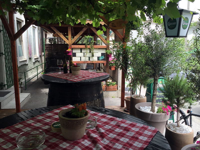Treffpunkt schattiger Gastgarten!
